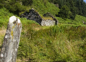A standing stone and ruined cottage at Knapdale